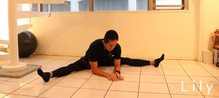 足の柔軟性がどれくらいあるか確認